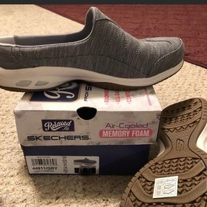 New without box Skechers sz 7